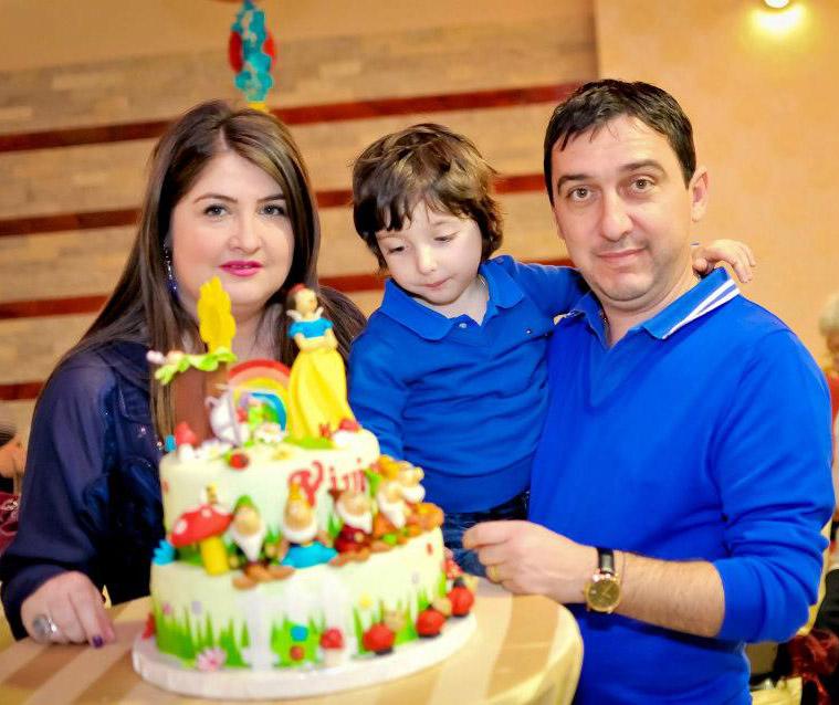 Anette, Matei, si Florin Macavei, proprietarii Anette Resort